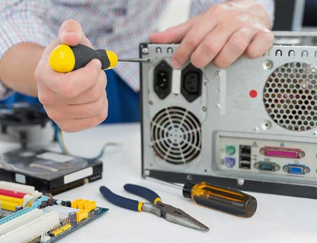 Tips on choosing the right computer repair service | Gold Coast | A Tech In Need